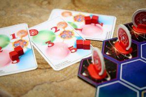 Carte e pedine del gioco