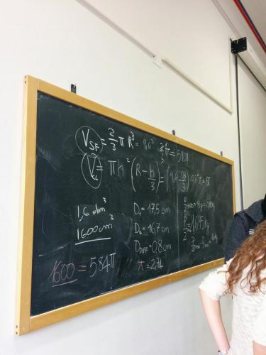 I calcoli del laboratorio che ha cercato un'approssimazione di pi greco misurando il volume di una sfera.