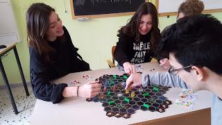 Una partita con Atoms in Action, sfida all'ultimo fotone. Anche in questo caso giocata dagli stessi autori.